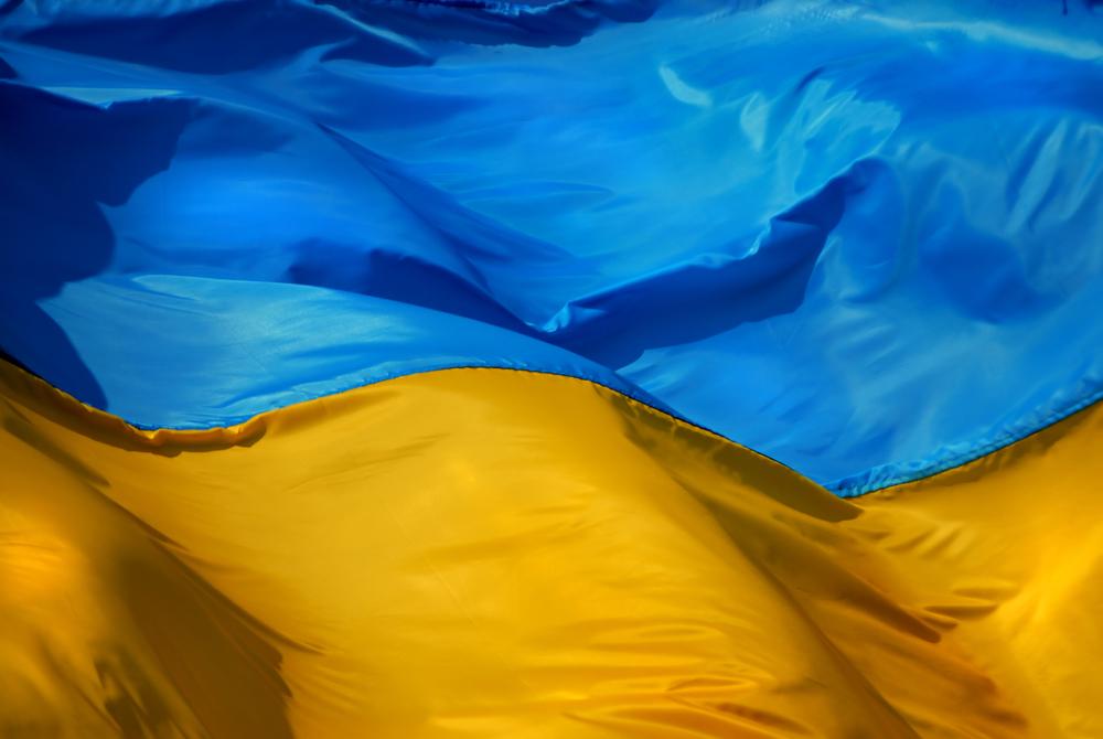 326893_ukrayina_ukraina_flag_zheltyj_sinij_3286x2200_(www.GdeFon.ru).jpg