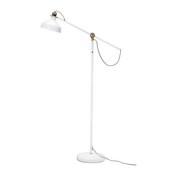 Off-white golvlampa  med mässingdetaljer från Ikea, 499 kr.