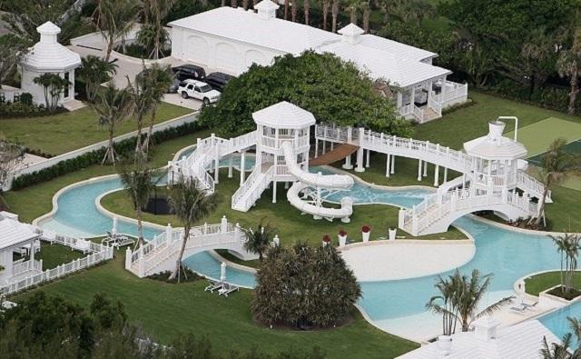 Vem har det så här roligt hemma? Skönsjungande Céline Dion! Prislapp? 20 miljoner dollar.