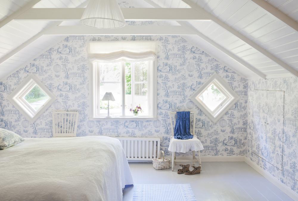 Sovrummet är ljust och harmoniskt.
