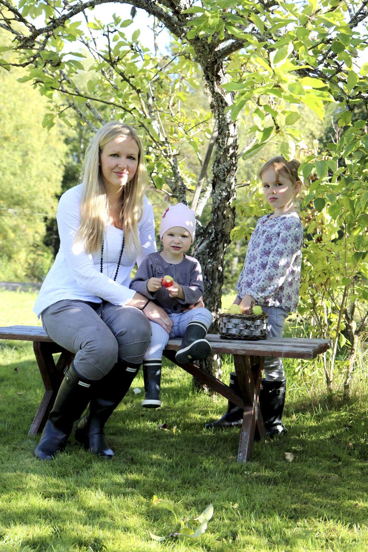 Maria med barnen Ida och Wilma.