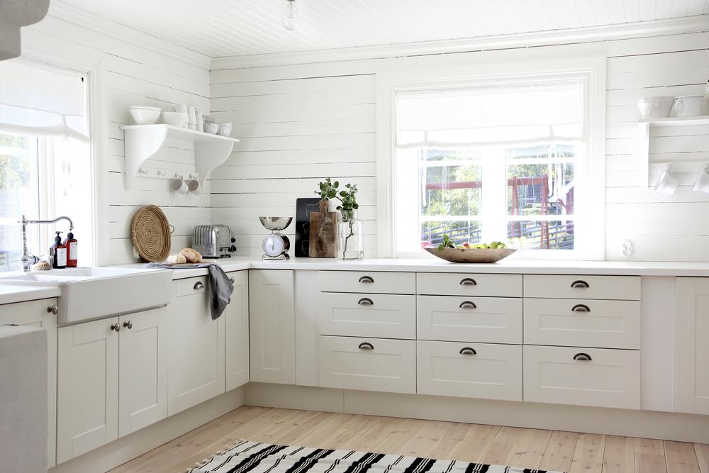 Det funktionella köket med stora arbetsytor är Ädel från Ikea.
