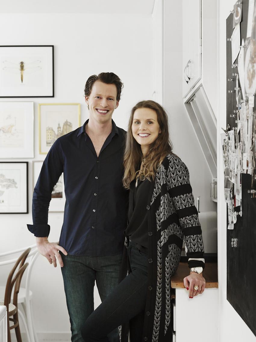 Christoffer och Alexandra i sin lägenhet i Hammarbyhöjden.