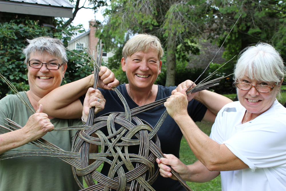 Christine , Lene and Jill tightening a tatza basket.