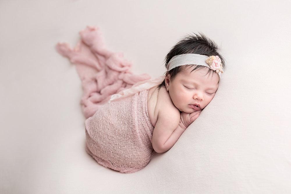 Newborn RCDSC_6018tifRT.jpg