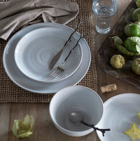 Plates/cutlery