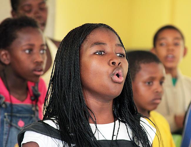 Naniki sings