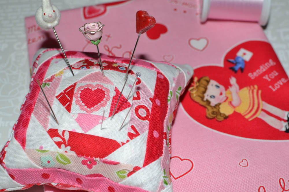 valentine pincushion 034.JPG
