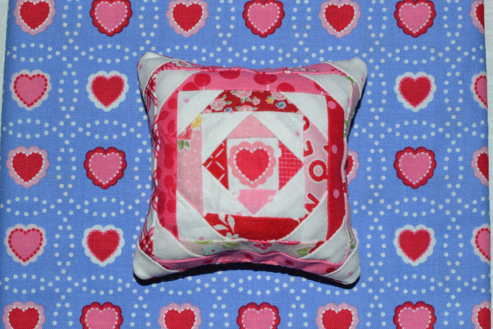 valentine pincushion 054.JPG