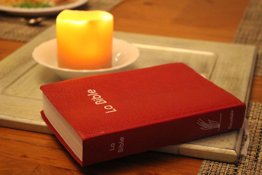 la bible en français candle light.JPG
