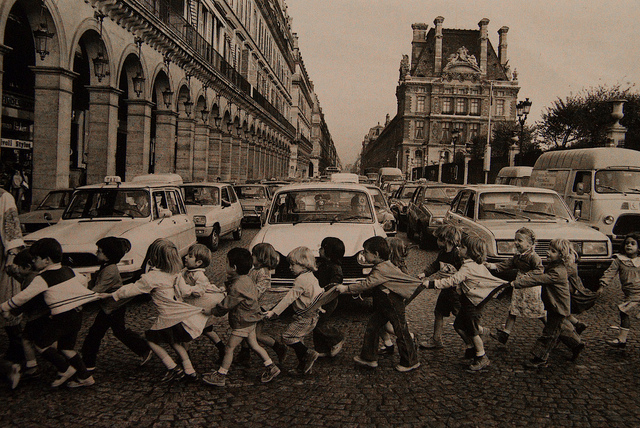 Les tabliers de la rue de Rivoli by Robert Doisneau, 1978