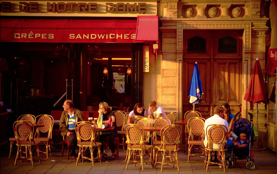 Paris Café by Moyen Brenn