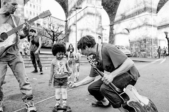 L'Enfant et les musiciens by  Gustave Deghilage