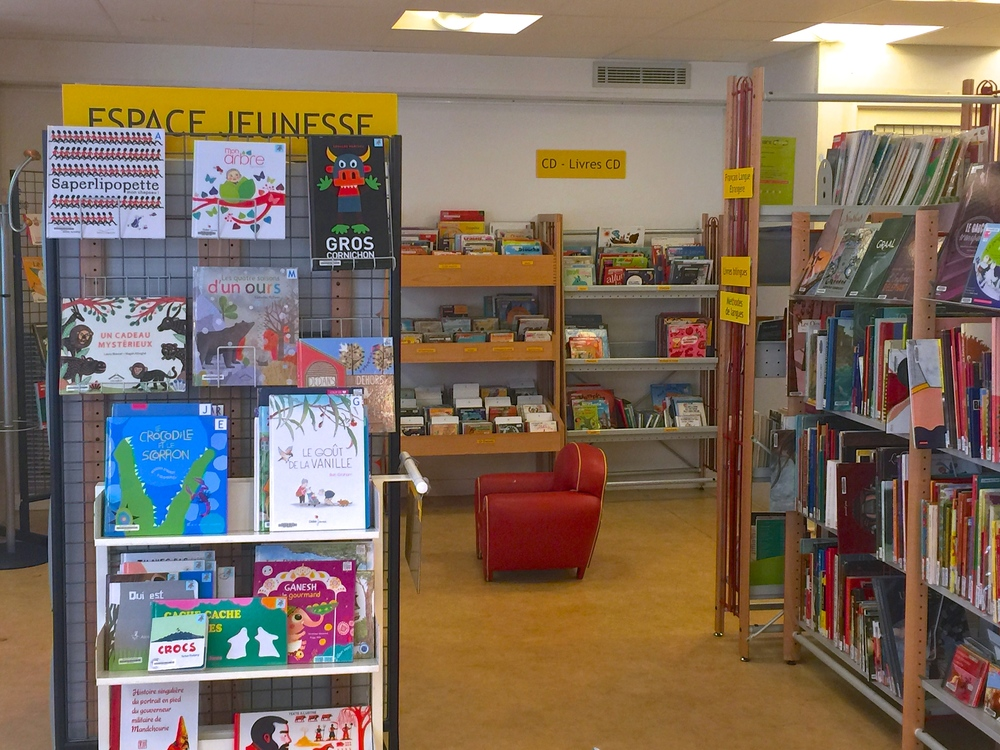 Espace jeunesse  (children's section)  in Paris 4ème