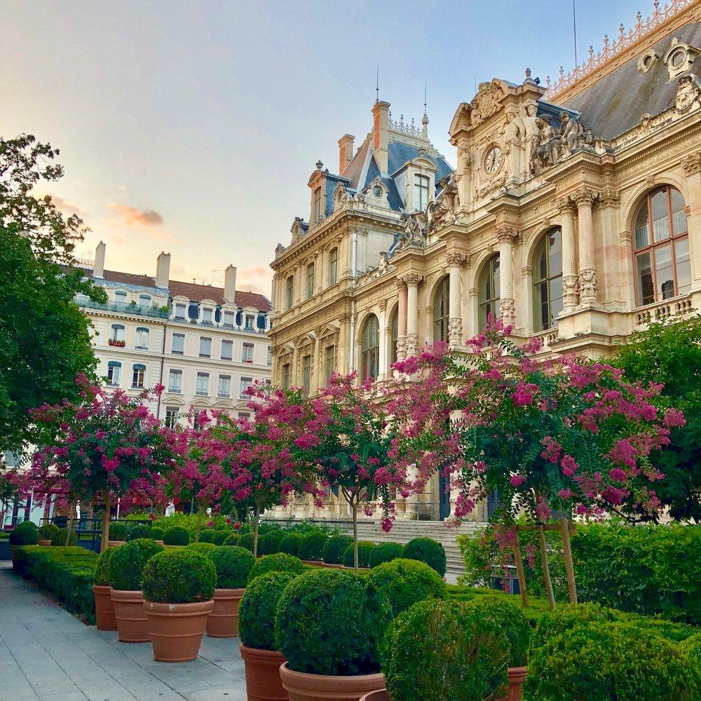Early morning at Place de la Bourse, Lyon