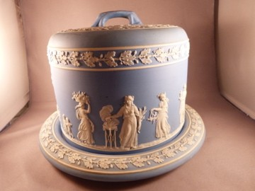 Wedgwood Covered Cake Plate