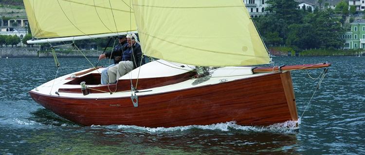 Nasce da un'idea di Marco Giudici, skipper esperto e appassionato dinghista, e dal progetto di Carlo Bertorello il nuovo Ernesto Riva Daysailer 25.