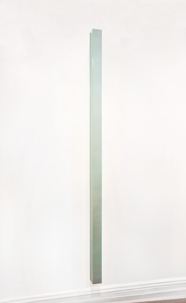Ron Cooper, Vertical Bar (Green to Violet), Two-stage urethane and nacreous pigment, transparent dyes on plexiglass, 96 x 3.625 x 3.625 inches