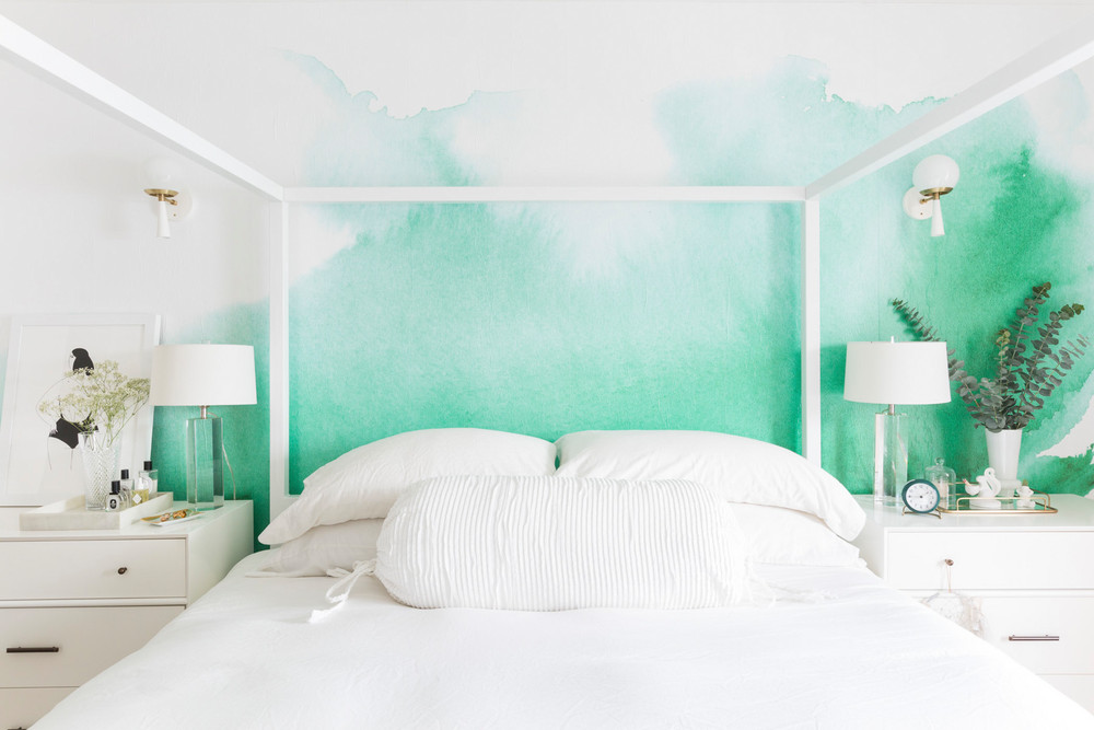 an-nyc-rental-that-looks-straight-out-of-la-ombre-green-wallpaper-bedroom-5a6fa2e5727e7f083ec17146-w1000_h1000.jpg