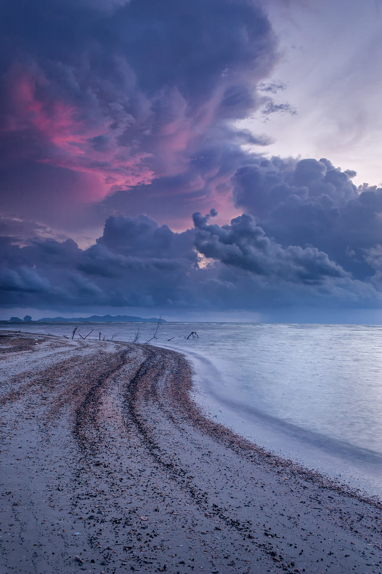 ladylandscape :     (via  500px / Evening Storm #2 by Chaluntorn Preeyasombat )     behind the clouds …