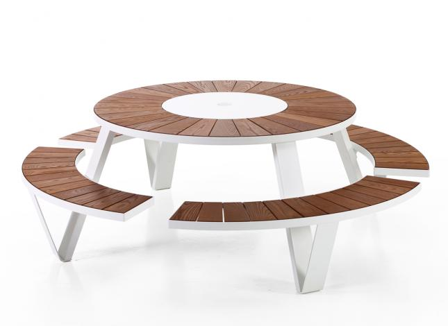 Table Pantagruel  à partir de  5000€  4250€