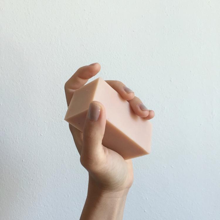 Binu_Binu-Hibiscus_Clay_facial_soap-3.jpg