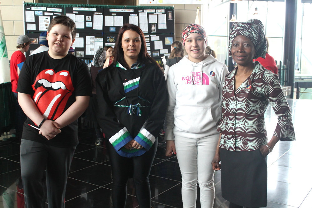Lloydetta with Makkovik teacher and students.jpg