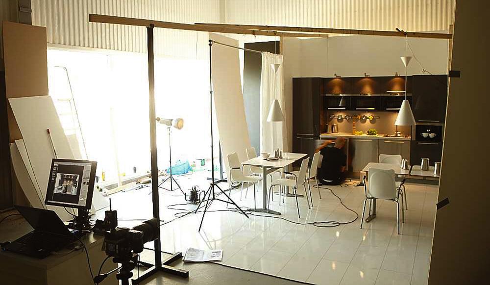 Studiofotografering av uppbyggd interiör