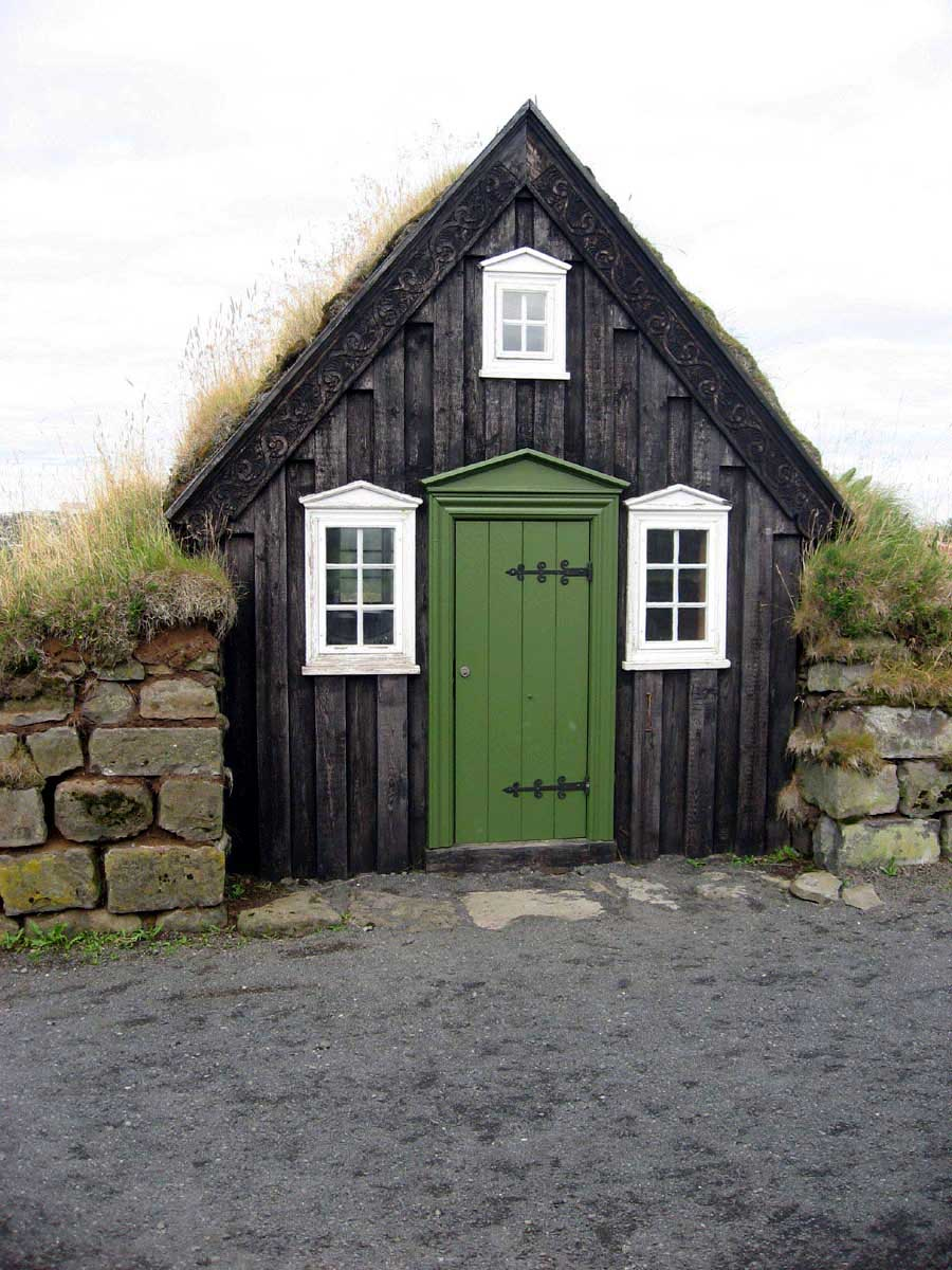 infinite-paradox :      all-things-bright-and-beyootiful :Cottage in Iceland     That is not the door frame I would have expected.