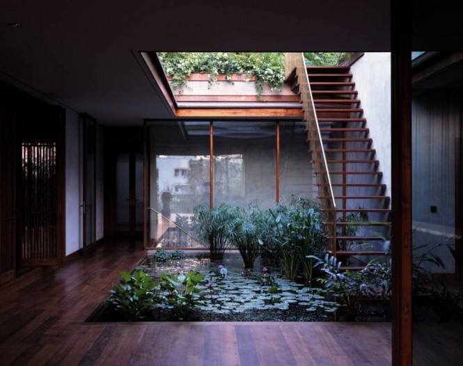homedesigning: (via Serene House with Courtyard Pond)