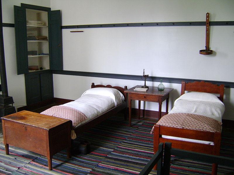 http://en.wikipedia.org/wiki/File:Shaker_bedroom.JPG