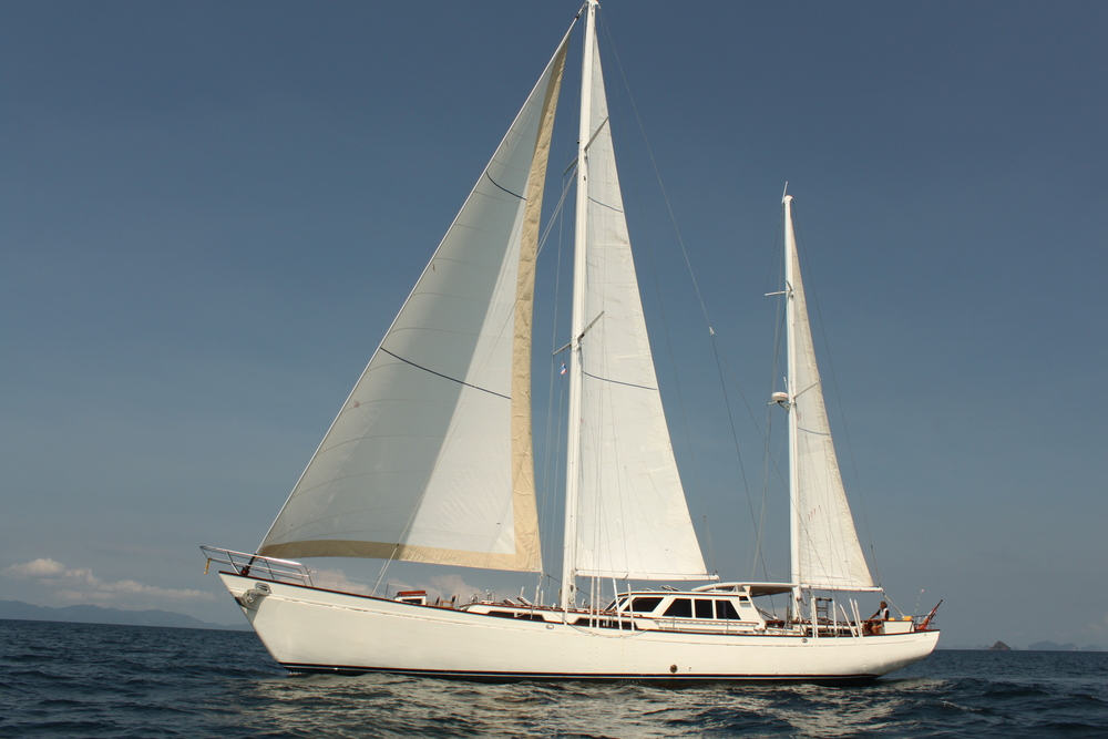 Meta IV, under full sails