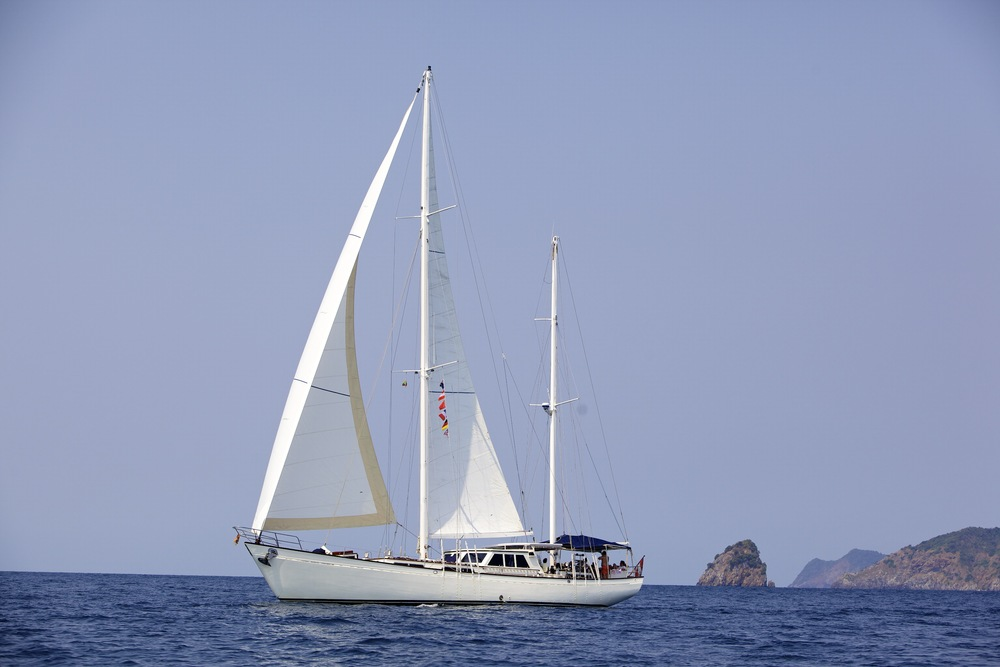 Meta IV, sailing