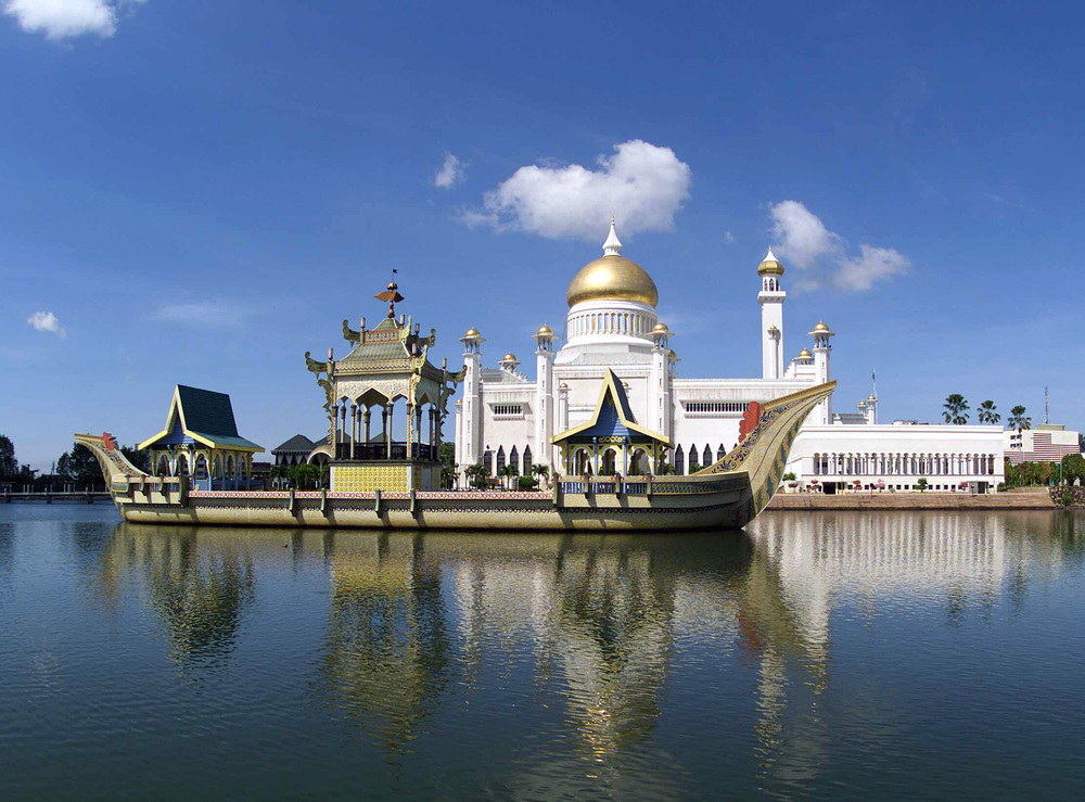 Mosque in Brunei.jpg