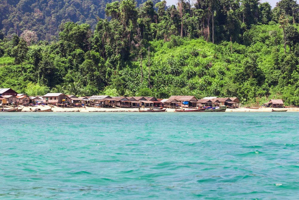 Burma Boating moken beach and village.jpg