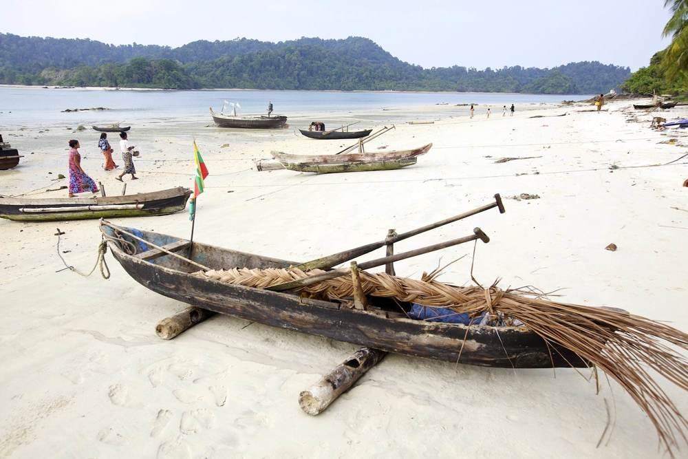 Moken dugout canoe Mergui beach.jpg