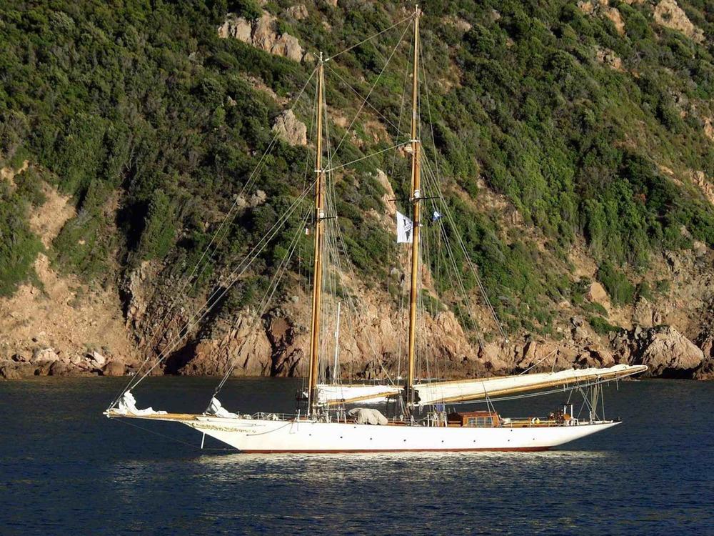 Sunshine at anchor