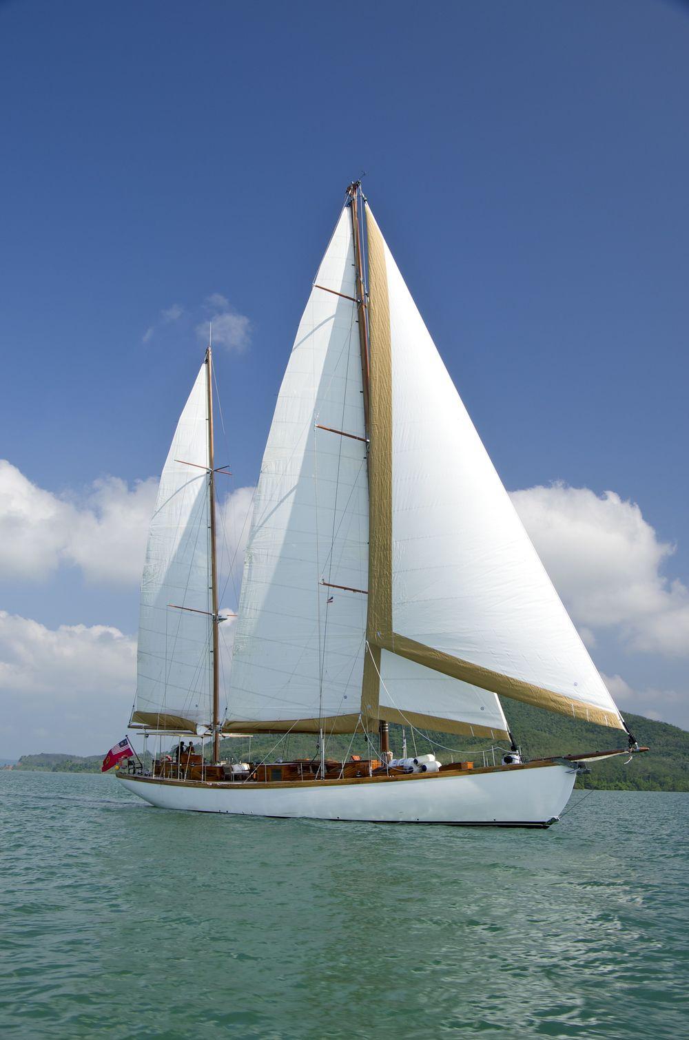 Aventure under full sails