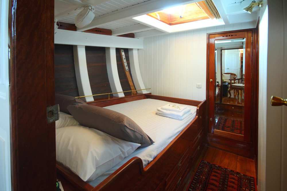 Double-bed cabin on sailing yacht Aventure