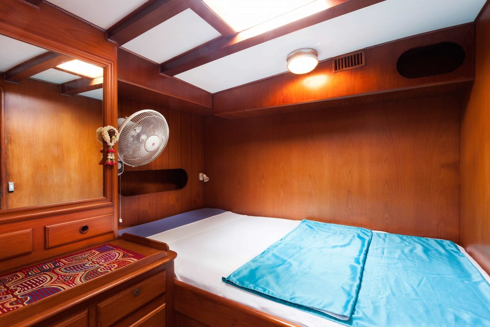 Double bed cabin sailing yacht Scame.jpg