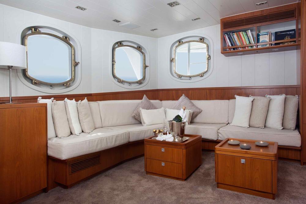Motor yacht Drenec saloon.jpeg