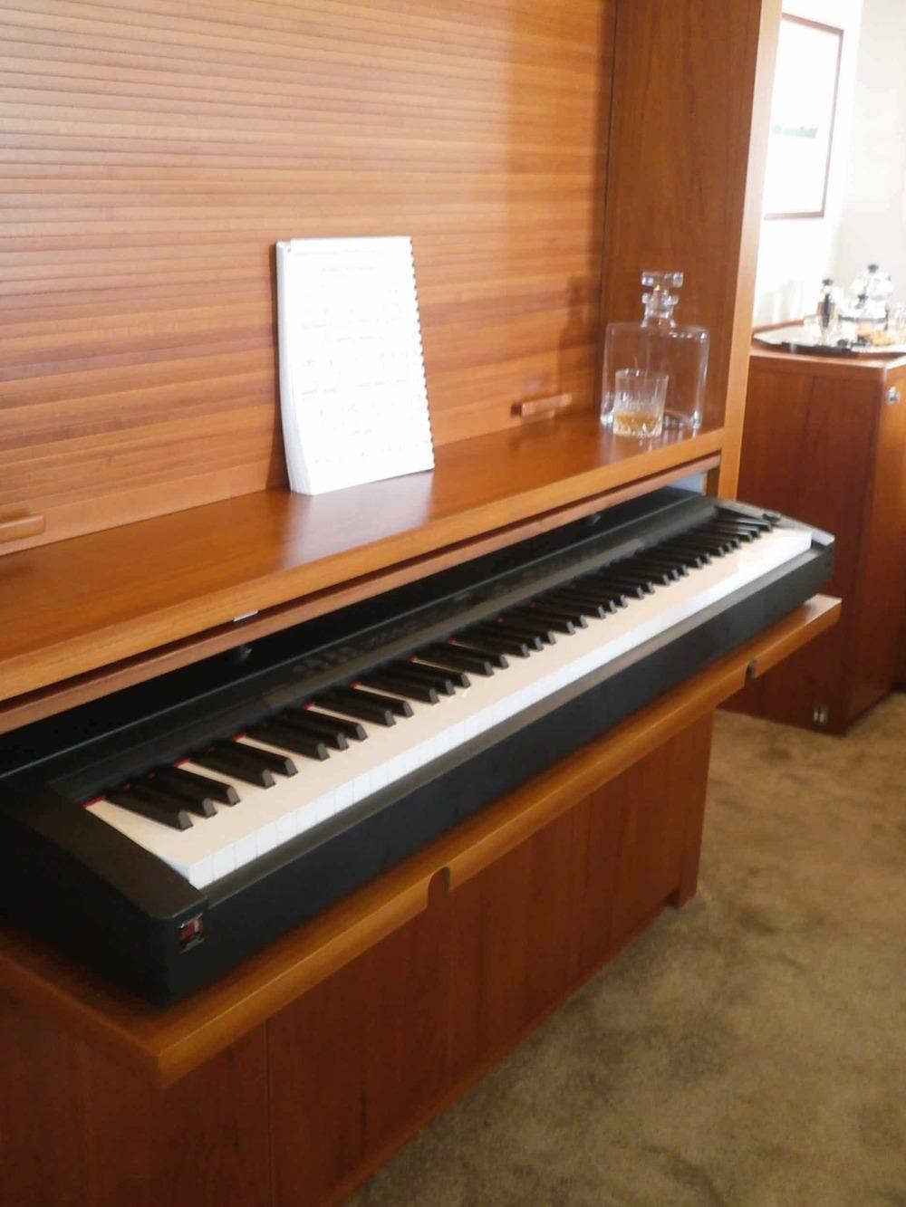 motor yacht Drenec piano.jpeg