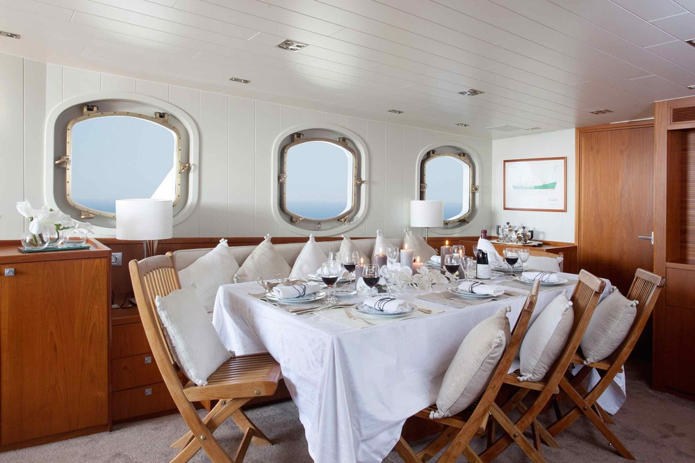 Motor yacht Drenec dining table.jpeg