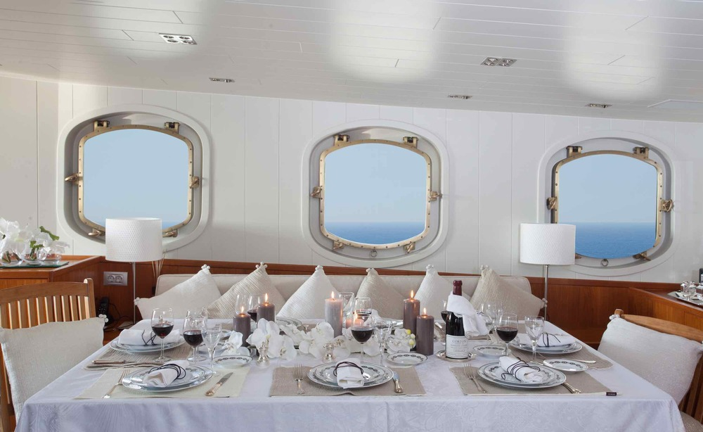 motor yacht Drenec dining table II.jpeg