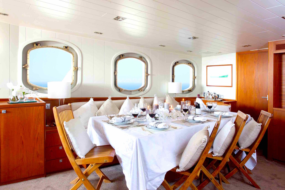 Motor yacht Drenec dining table copy 2.jpeg