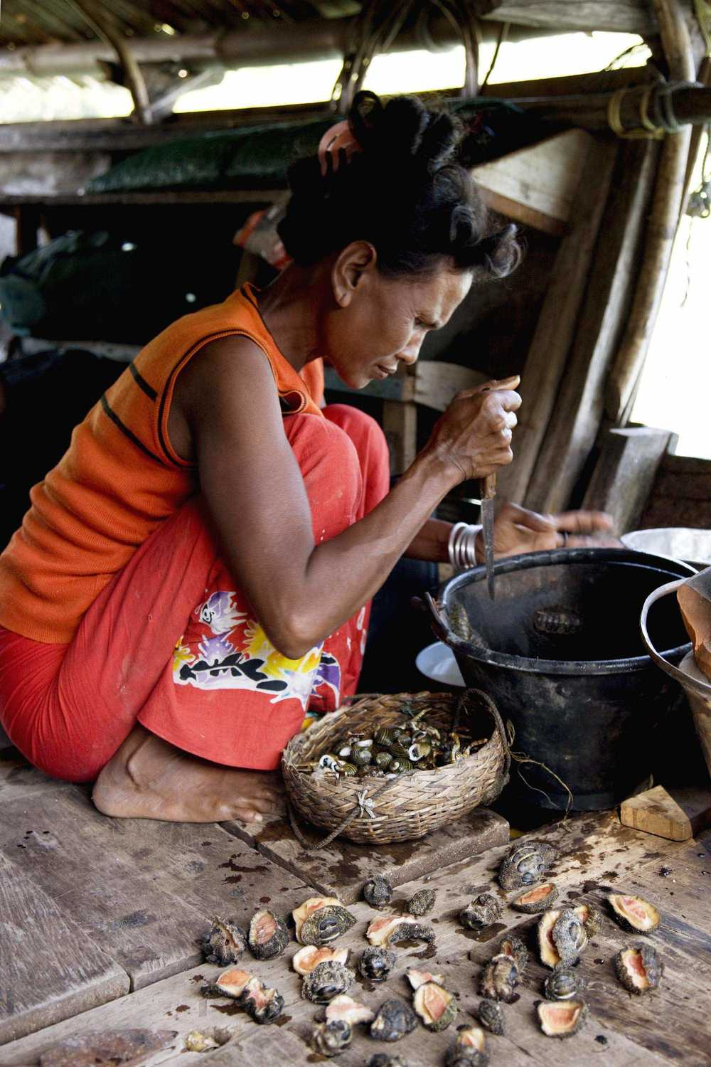 39.Sabai preparing to make lunch on the Kabang.jpeg