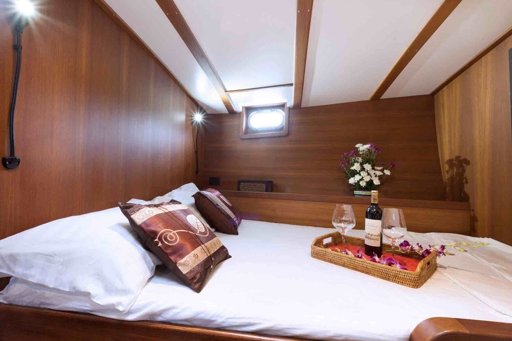 Jubilaeum_guest cabin-double bed-wine tray closeup-holiday on charter_XS.jpeg