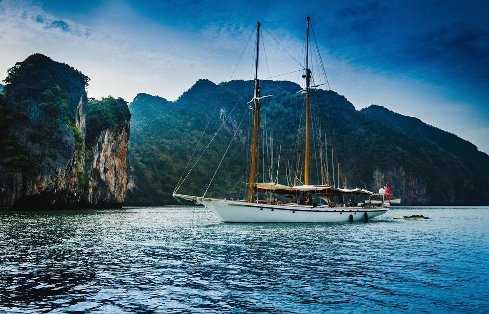 Dallinghoo_anchoring near luxuriant islands in Mergui Archipelago_M.jpg