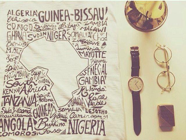 A Plataforma Moi é uma ótima opção para presentear neste Natal! O seu presente se estende aos nossos estudantes na Guiné Bissau. 🎁👕🎄➡️📚📝 Aproveite que o frete é grátis na compra de 2 ou mais camisetas!!