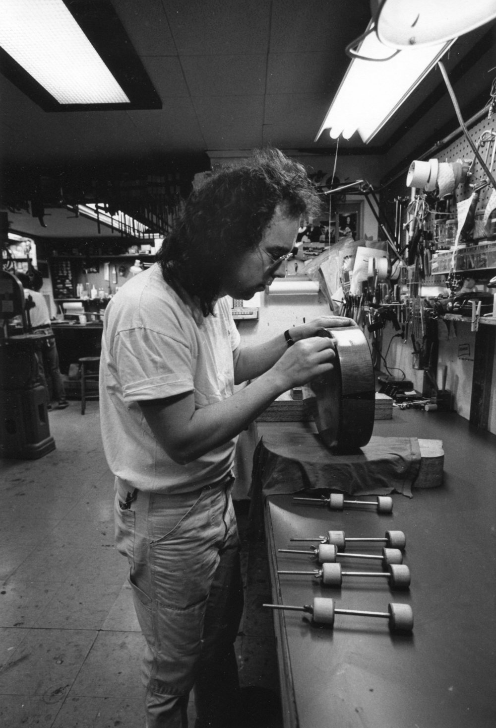 Flip at Mandolin Brothers Atelier Staten Island 1991 photo Credit by Gene Lowinger_6.jpg